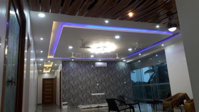 Gallery Cover Image of 4000 Sq.ft 4 BHK Apartment for rent in  Mathru Krupa, Alwarpet for 300000