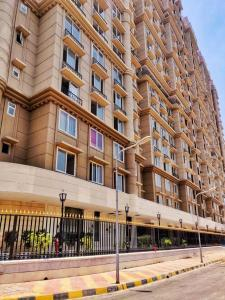 Gallery Cover Image of 1046 Sq.ft 2 BHK Apartment for buy in Bandra East for 39900000