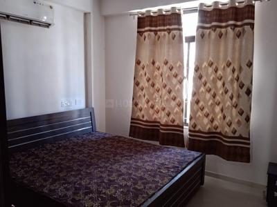 Gallery Cover Image of 1500 Sq.ft 3 BHK Apartment for rent in Shaligram Flora, Thaltej for 39000