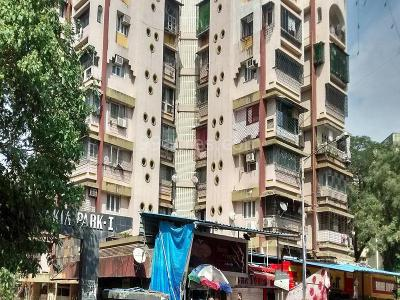 Gallery Cover Image of 630 Sq.ft 1 BHK Apartment for rent in Kandivali East for 22000
