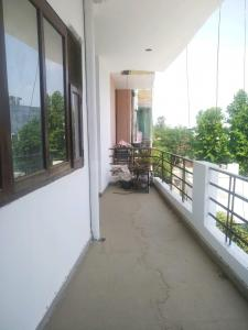 Gallery Cover Image of 1350 Sq.ft 2 BHK Apartment for rent in DLF Colony Old, Sector 14 for 16000