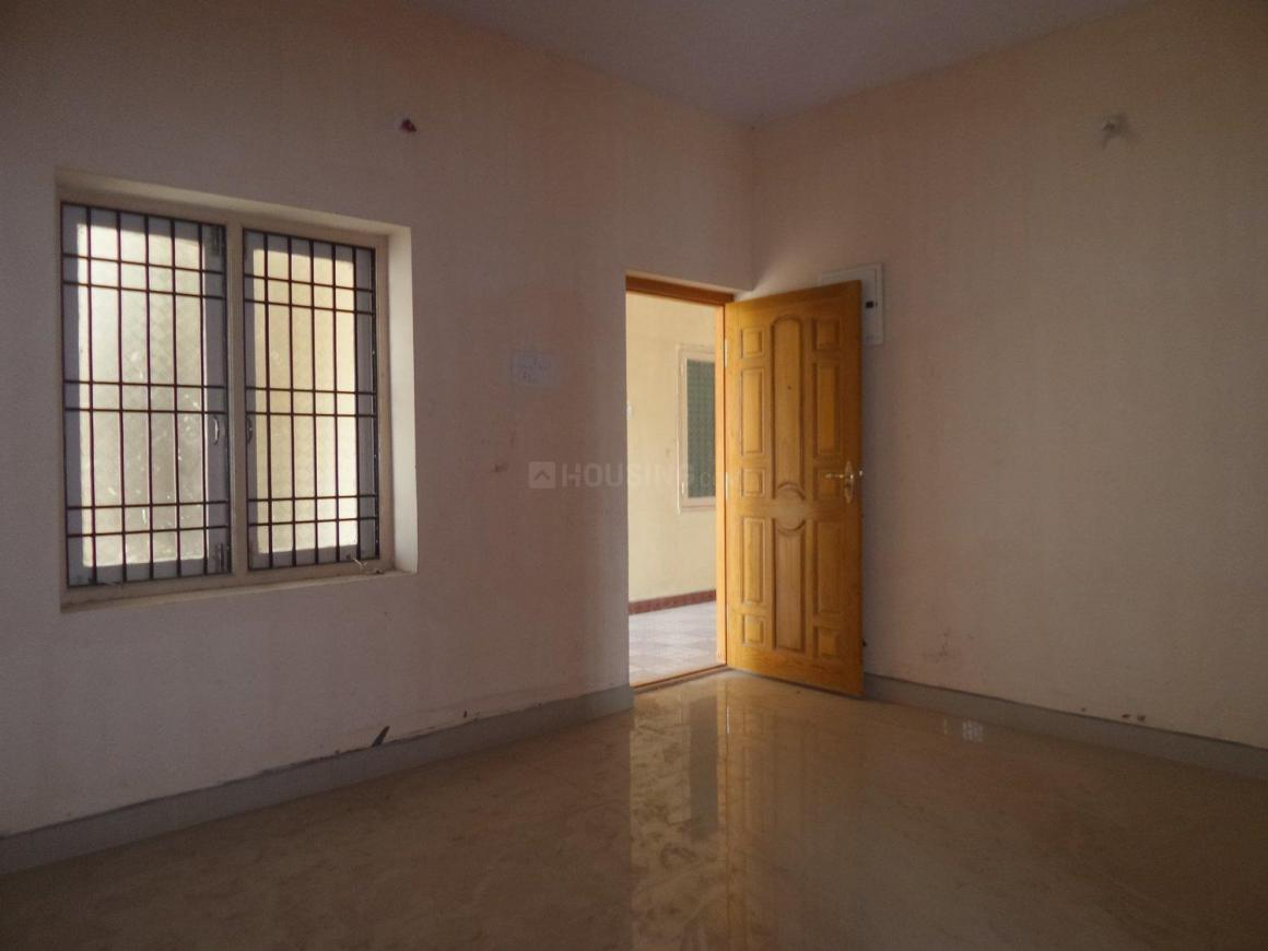 Living Room Image of 850 Sq.ft 1 BHK Apartment for buy in Surappattu for 3200000