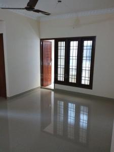 Gallery Cover Image of 1000 Sq.ft 1 BHK Apartment for rent in Valasaravakkam for 10000