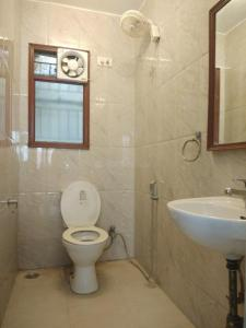 Gallery Cover Image of 2000 Sq.ft 3 BHK Apartment for rent in Saket for 55000
