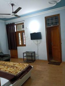 Gallery Cover Image of 500 Sq.ft 1 BHK Independent Floor for rent in Sector 12 for 11500