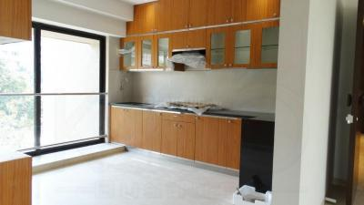Gallery Cover Image of 800 Sq.ft 2 BHK Apartment for rent in Khar West for 135000