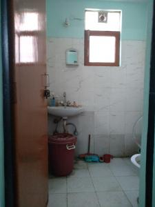 Bathroom Image of PG 3885385 Arjun Nagar in Arjun Nagar