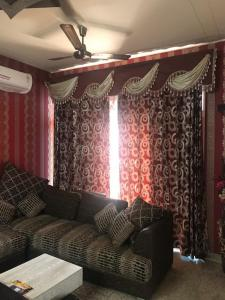 Gallery Cover Image of 2000 Sq.ft 8 BHK Independent House for buy in Bhayandar West for 7529000