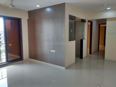 Gallery Cover Image of 670 Sq.ft 1 BHK Apartment for rent in Kandivali East for 24000