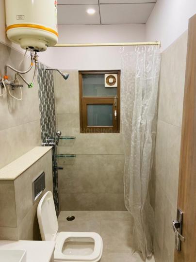 करोल बाग में आर्यन पीजीएस के बाथरूम की तस्वीर