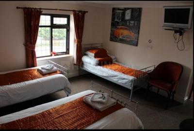 ठाणे वेस्ट में दोस्ती पीजी में बेडरूम की तस्वीर