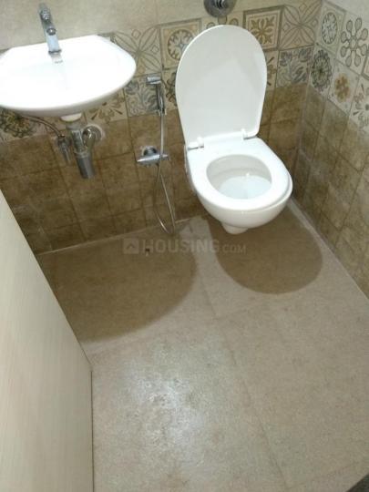 Bathroom Image of 750 Sq.ft 1 BHK Apartment for rent in Ghatkopar East for 28000