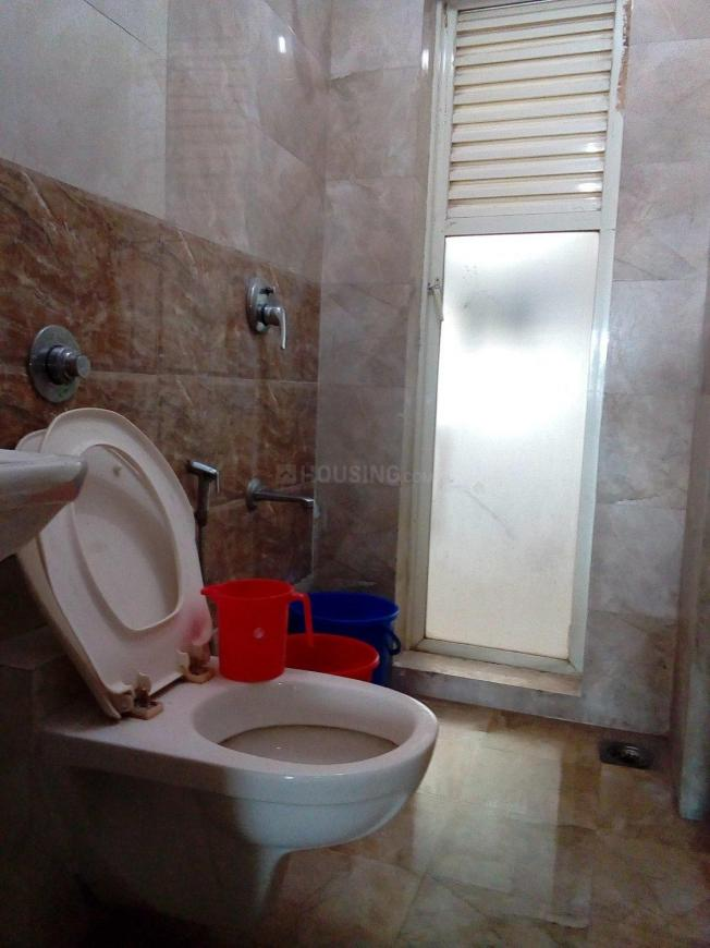 Common Bathroom Image of 550 Sq.ft 1 BHK Apartment for rent in Santacruz East for 35000