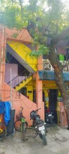 Gallery Cover Image of 2400 Sq.ft 6 BHK Independent House for buy in Thiruvanmiyur for 11000000