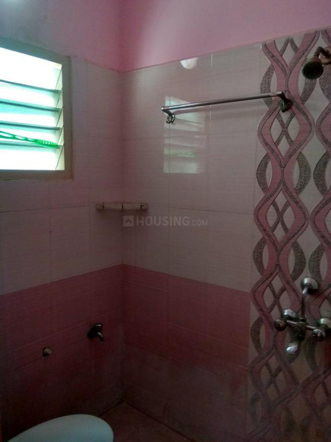 Common Bathroom Image of 800 Sq.ft 2 BHK Apartment for rent in Selaiyur for 10000