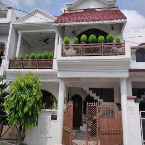 Gallery Cover Image of 1750 Sq.ft 3 BHK Independent House for rent in Ashiyana for 15000