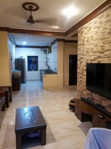 Gallery Cover Image of 1000 Sq.ft 2 BHK Apartment for buy in Mahim for 30000000