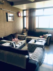 Gallery Cover Image of 2100 Sq.ft 3 BHK Apartment for rent in KM Apartments, Sector 12 Dwarka for 40000