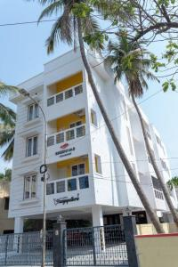 Gallery Cover Image of 1350 Sq.ft 3 BHK Apartment for buy in Sreenivas Vayuputhra, Nanganallur for 14000000