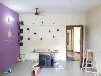 Gallery Cover Image of 940 Sq.ft 2 BHK Apartment for rent in BREDCO Viceroy Court, Kandivali East for 35000