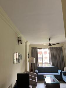 Gallery Cover Image of 940 Sq.ft 2 BHK Apartment for buy in Hiranandani Gardens Silver Oak, Powai for 24000000
