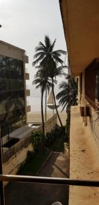 Gallery Cover Image of 1200 Sq.ft 2 BHK Apartment for rent in Juhu for 75000