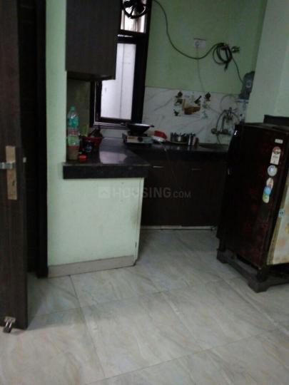 छत्तरपुर में कारण पीजी में किचन की तस्वीर
