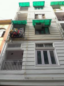 Gallery Cover Image of 680 Sq.ft 3 BHK Independent Floor for buy in Sector 8 Dwarka for 6000000