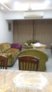 Gallery Cover Image of 2100 Sq.ft 3 BHK Apartment for rent in Cuffe Parade for 275000