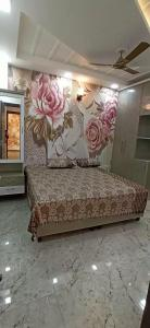 Gallery Cover Image of 920 Sq.ft 3 BHK Independent Floor for buy in Dwarka Mor for 4700000