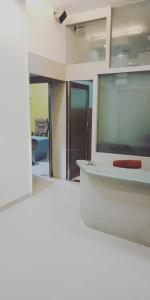 Gallery Cover Image of 2600 Sq.ft 1 BHK Independent Floor for rent in Dombivli East for 150000