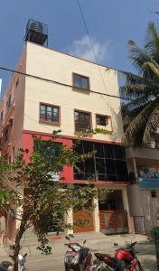 Gallery Cover Image of 600 Sq.ft 1 BHK Independent House for rent in Kudlu for 11000