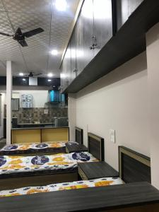 Gallery Cover Image of 400 Sq.ft 1 BHK Independent Floor for rent in Devpura for 10000