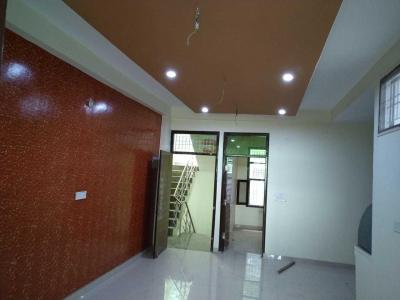 Gallery Cover Image of 1100 Sq.ft 3 BHK Independent Floor for buy in Govindpuram for 1935000