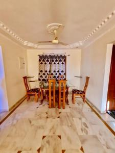 Gallery Cover Image of 2000 Sq.ft 3 BHK Apartment for rent in Sheladia Pushpraj Apartments, Bodakdev for 36000