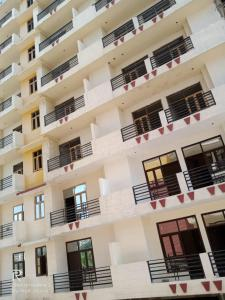 Gallery Cover Image of 1105 Sq.ft 3 BHK Apartment for buy in Mahanagar for 4700000