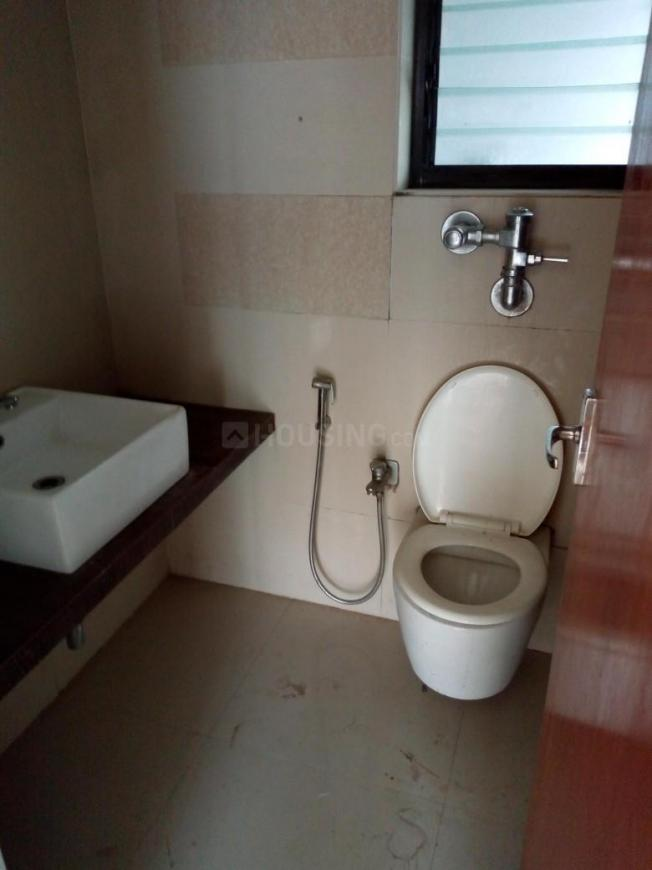 Common Bathroom Image of 850 Sq.ft 2 BHK Apartment for rent in Bhandup West for 34000