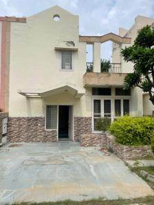 Gallery Cover Image of 1500 Sq.ft 3 BHK Villa for buy in Unitech Nirvana Country, Sector 50 for 52500000