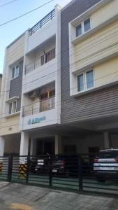 Gallery Cover Image of 1075 Sq.ft 3 BHK Apartment for buy in Tharamani for 8100000