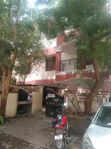 Gallery Cover Image of 1256 Sq.ft 3 BHK Apartment for buy in Anna Nagar for 10000000