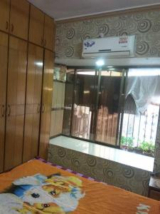 Gallery Cover Image of 1120 Sq.ft 2 BHK Apartment for rent in Malad West for 50000