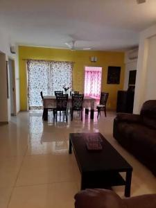 Gallery Cover Image of 1750 Sq.ft 3 BHK Independent Floor for rent in Sholinganallur for 55000