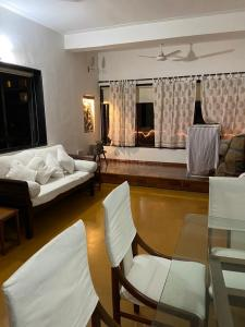 Gallery Cover Image of 1000 Sq.ft 2 BHK Apartment for buy in Kalumal Estate, Juhu for 45000000