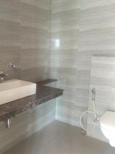 Common Bathroom Image of 2950 Sq.ft 4 BHK Apartment for buy in Spaze Privy AT4, Sector 84 for 15000000