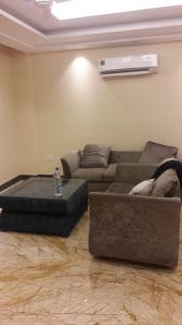 Gallery Cover Image of 3200 Sq.ft 3 BHK Independent Floor for rent in Ansal API Palam Vihar Plot, Palam Vihar for 43000