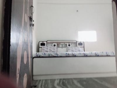 Bedroom Image of Amarjeet PG in Pitampura