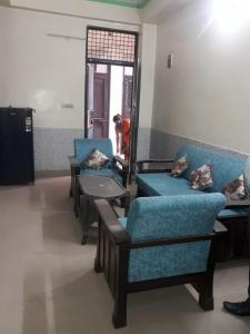 Gallery Cover Image of 650 Sq.ft 1 BHK Independent Floor for rent in Shakti Khand for 12000