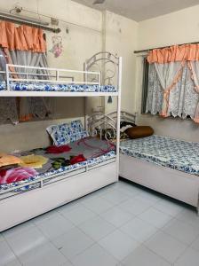 Living Room Image of Girl's PG in Dahisar East