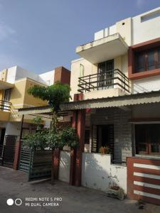 Gallery Cover Image of 1200 Sq.ft 3 BHK Independent House for buy in Gangotri for 3850000