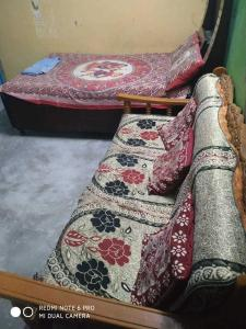 Gallery Cover Image of 1000 Sq.ft 4 BHK Independent House for buy in Nai Basti Dundahera for 4000000